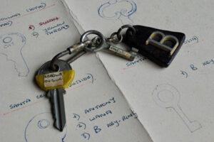 Piazza Santa Cecilia key (outside)
